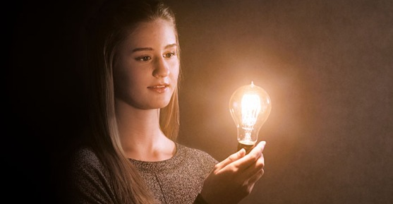 choosing-young-woman-light-bulb_1878524